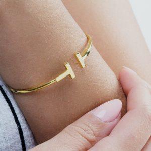 Solid gold T bracelet